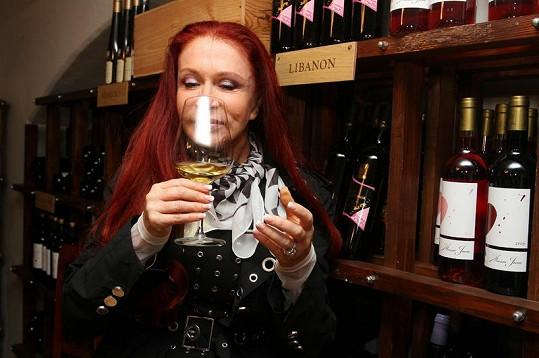 Návrhářka miluje libanonské víno.