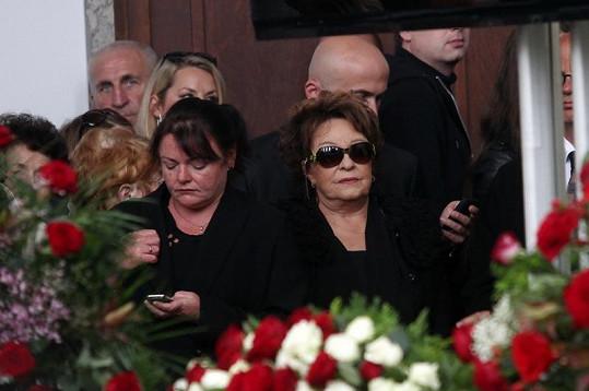 Na pohřeb dorazila i druhá manželka Radka Brzobohatého Jiřina Bohdalová.