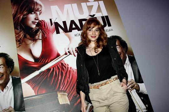 Vica Kerekes s filmovým plakátem.