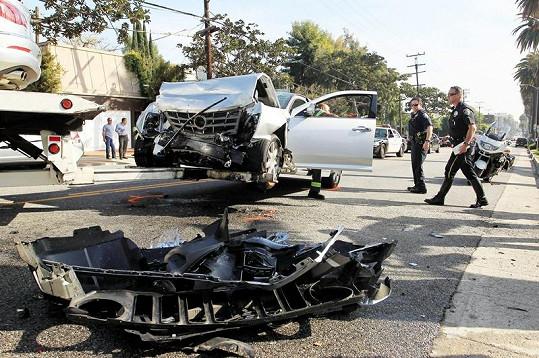Silnice ve West Hollywoodu byla po hercově nehodě nějakou dobu neprůjezdná.