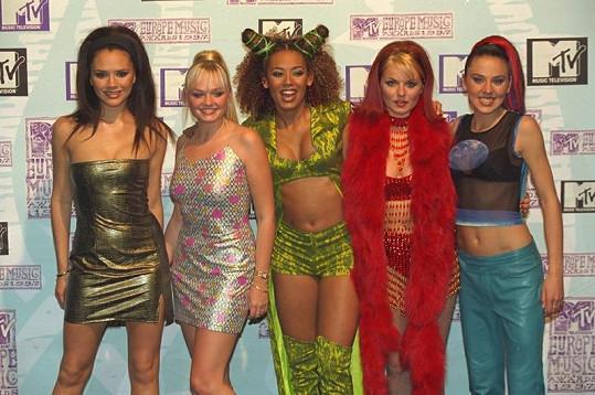 Spice Girls v době největší slávy. Zleva: Victoria Beckham, Emma Bunton, Mel B, Geri Halliwell, Mel C.