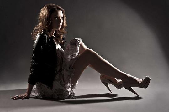 Berenika Kohoutová ukázala své dlouhé nohy.
