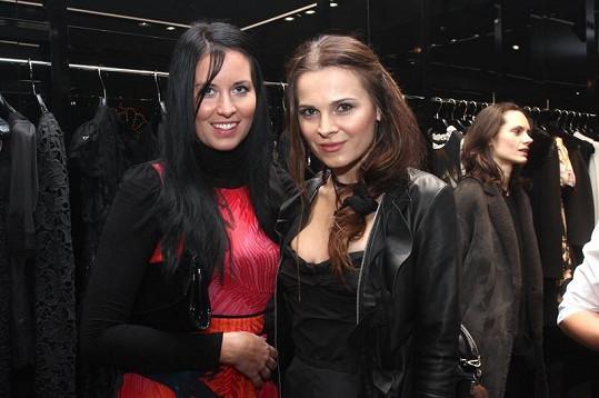 Kateřina Ujfaluši přišla s kamarádkou na prezentaci nadcházející kolekce Dolce&Gabbana, která byla zároveň vánočním večírkem butiku.