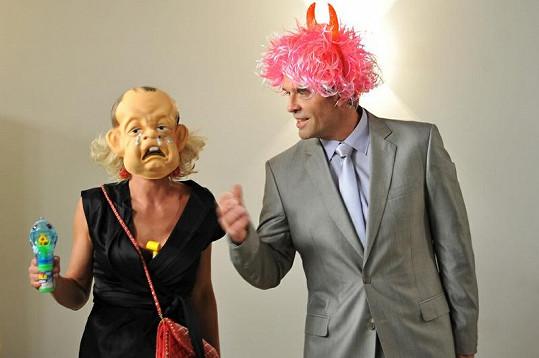 Během natáčení filmu se Miroslav Etzler se svou manželkou Vilmou Cibulkovou rozhodně nenudili.