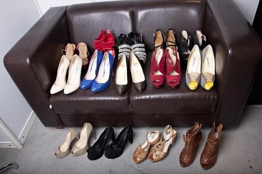 Boty značky Fendi, Christian Louboutin, Miu Miu, Prada a další převažují v Danielině domácím šatníku i při natáčení show.