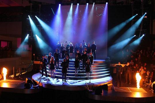 Opening show hýřila vizuálními efekty.