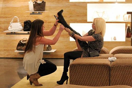Jenna s kamarádkou na nákupech v kalifornském Costa Mesa.