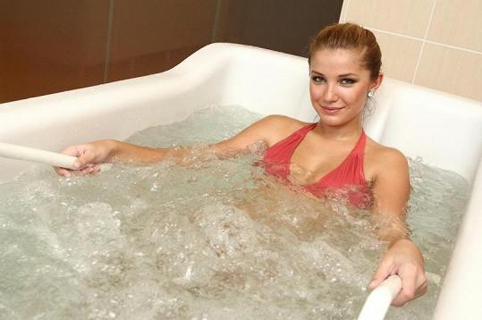 Šárka Cojocarová relaxovala ve vířivce.