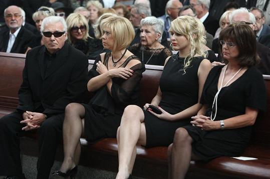 Dcera a vnučka Mileny Vostřákové (uprostřed).