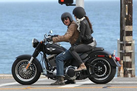 Jessica Biel s Gerardem Butlerem na romantické projížďce.