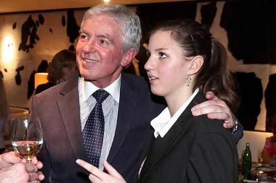 Docent Měšťák se svou čtrnáctiletou dcerou.