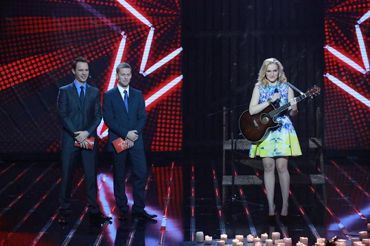 Katarína sní o úspěšné kariéře zpěvačky.