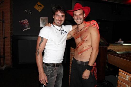 Vašek Noid Bárta s bratrem na Rose párty.