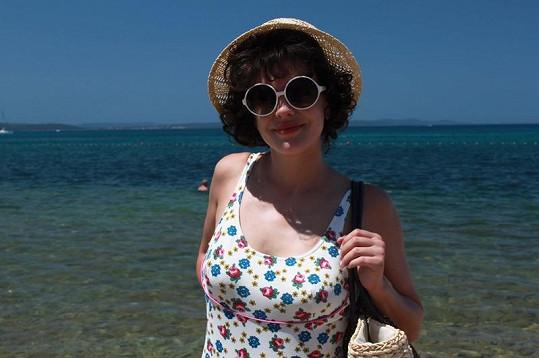 Andrea Kerestešová v retro plavkách.