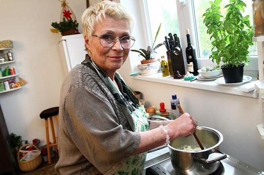 Jana Andresíková je šarmantní dáma v letech.