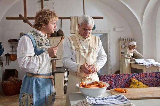 Tomáš Klus a Petr Štěpánek v královské kuchyni.