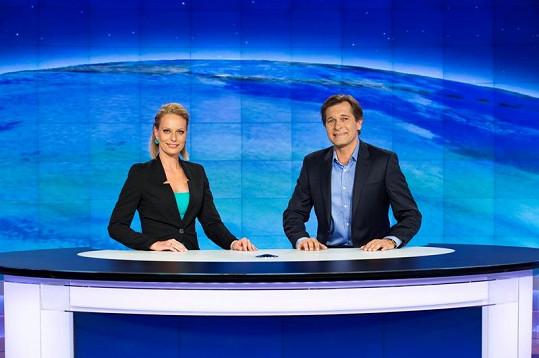 Kloubková v televizním studiu s Martinem Pouvou
