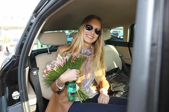 Hanka převzala kytici a odjela za svými rodiči do Karlových Varů.