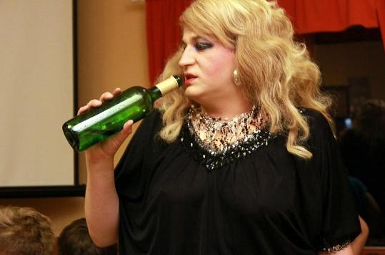 Iveta alias Naděžda se ráda napije.