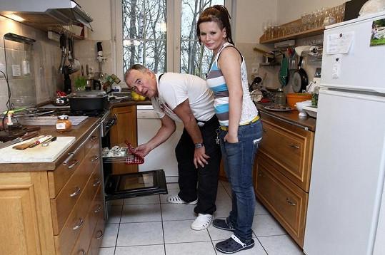 Michaela tatínkovy kuchařské schopnosti hned pochválila.
