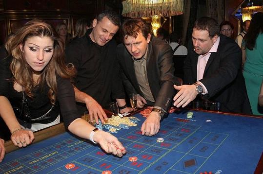 U herního stolu se Šťastný setkal s bývalou pornostar Ester Ládovou.