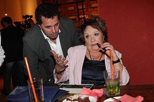 Jiřina Bohdalová dostala k narozeninám od Martina Dejdara elektronickou cigaretu.