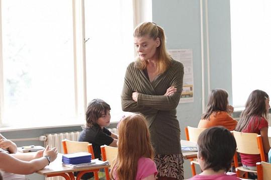 Zuzana Bydžovská jako učitelka Milada Smutná.