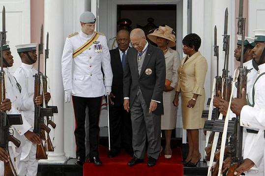 Harry s generálním guvernérem Baham Arthurem Folkesem a jeho ženou.