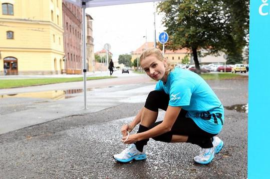V Hradci Králové se zapálení sportovci postaví na startovní čáru již vsobotu 22. září. Své běžecké schopnosti na desetikilometrové trase poměří vedle trénovaných sportovců také rekreační běžci, půvabná Miss Hanka Svobodová a známé tváře FTV Prima ze seriálu Cesty domů.