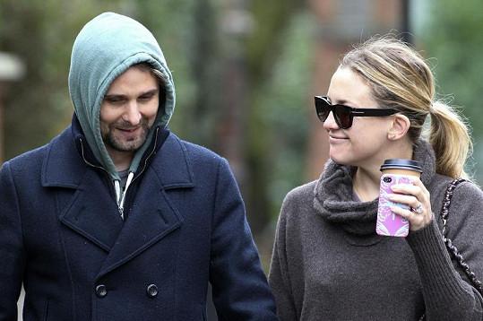Novomanželé? Matt Bellamy a Kate Hudson.