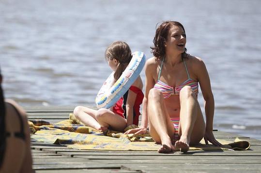 Andrea vystavila své sexy tělo slunečním paprskům.