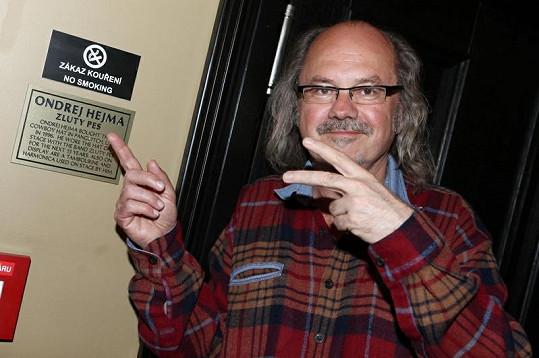 Ondřej Hejma, známý milovník mariuhany, dostal místo zrovna na místě, kde je kouření zakázané.