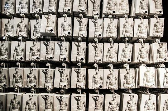 Novou kolekci spodního prádla známého fotbalisty si oblíbil i Brad Pitt.
