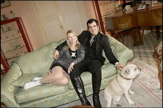 Kiera Chaplin žije s přítelem Ale de Bassevillem částečně v New Yorku a částečně ve švýcarském Vevey.