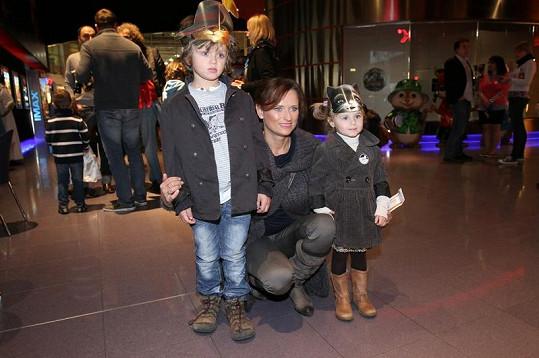 Do kina přišla i Jana Adamcová s dětmi Danielem a Jasmínkou.