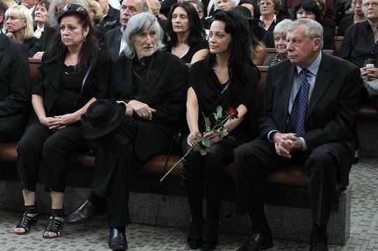 V první řadě seděli i Jakubiskovi, Bílá a další řečník Antonín Matzner.