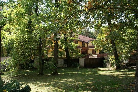 Dům se nachází v exkluzivní pražské čtvrti Hodkovičky.