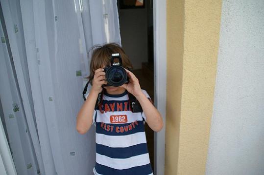 Malého Daníka Adamce zatím baví spíše fotografování. Od září se začne seznamovat s klavírem.