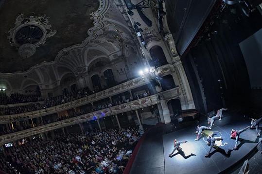 Hlediště divadla bylo zaplněné do posledního místa.
