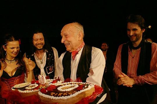 Stanislav Zindulka měl z dortu velkou radost.