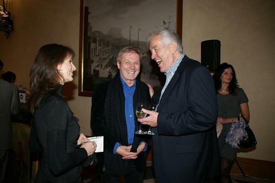 Zdeněk Merta (uprostřed) a jeho dlouholetá milenka (vlevo).