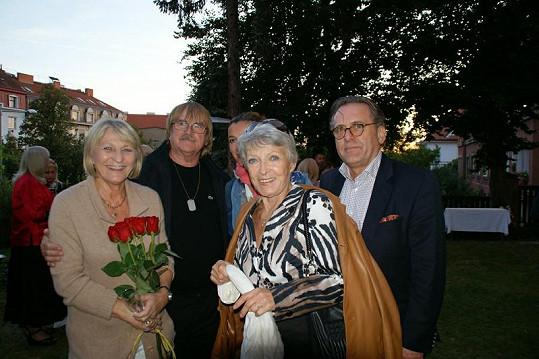 Jana Štěpánková oslavila narozeniny s Borkem Severou, jeho ženou Dagmar a Karlem Vágnerem.