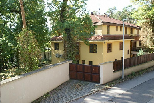 Vlastníkem vily je Daniela Peštová.