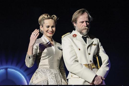 Monika Absolonová a Karel Roden v Evitě