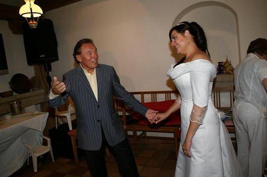 Karel s Ilonou si při tanci stihli skládat i poklony.