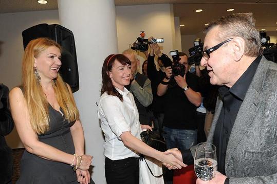 Tatiana Vilhelmová se pozdravila s Milošem Formanem.