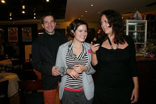 Zuzana Norisová s přítelem Ondrejem a kamarádkou.