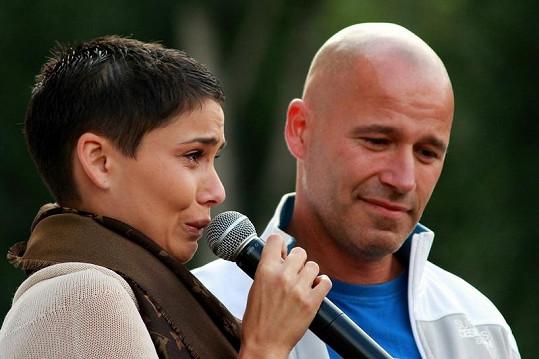 Za její pláč může boj o dceru s hokejistou Zdeňkem Bahenským.