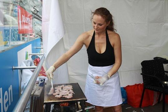 Markéta se kulinářskému umění poměrně intenzivně věnuje, a tak kromě toho, že už nosí v hlavě podobu další plánované kuchařky, zasedne i koncem léta v porotě soutěže o nejlepší školní jídelnu.
