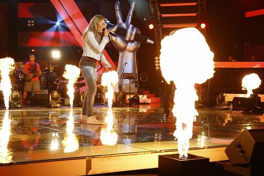 Markéta a Pepa v ohnivých plamenech.
